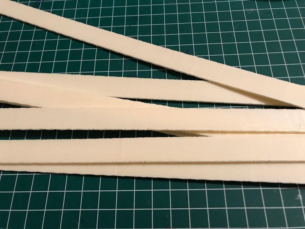 preparazione scandole in legno per i tetti modellismo e diorami fantasy