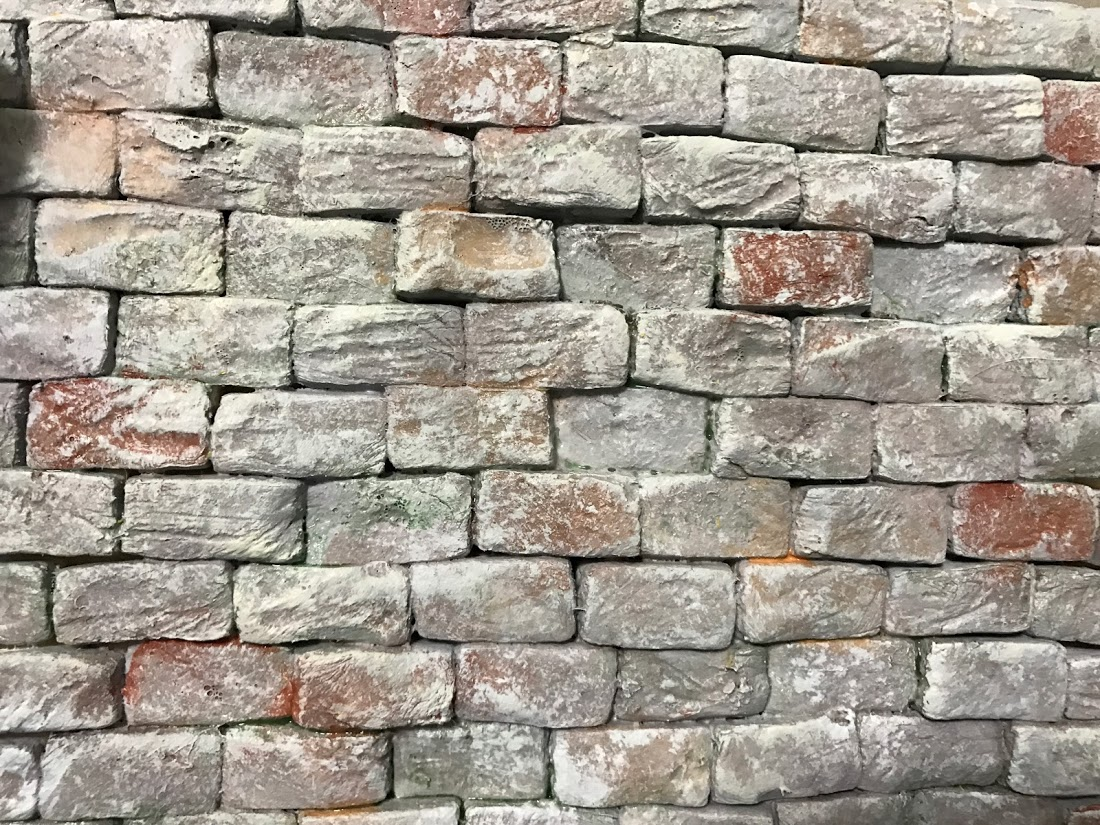 Modellismo fantasy dipingere un muro in pietra for Mattoni finti per interni