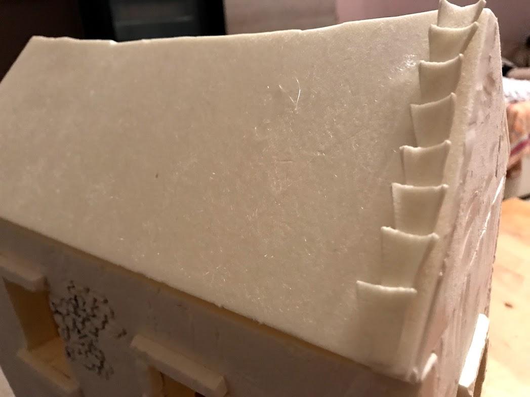 posa dei controcoppi in polistirene per tetto di casolare di campagna