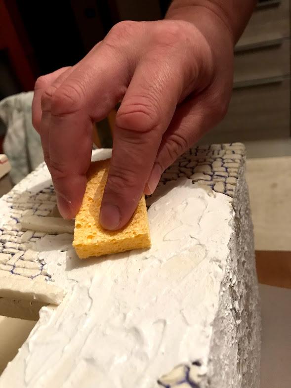 rendere il muro effetto stucco ruvido con una spugnetta